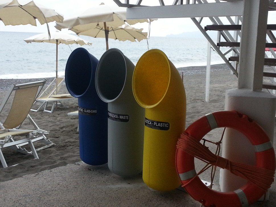 U-trash ®<P> The multipurpose waste container